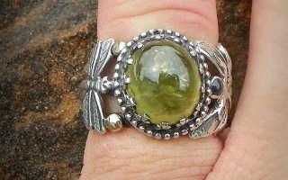Андрадит — минерал для коллекций и оберегов