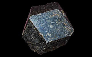 Чёрный гранат — редкий камень помощник мистиков