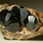Почти чёрные кристаллы