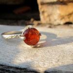 Кольцо из белого металла с оранжевым камнем спессартином