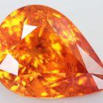 Оранжевый огранённый камень