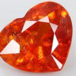 Оранжевый огранённый камень спессартин