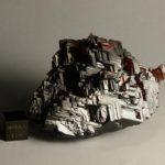 Тёмно-красный минерал спессартин