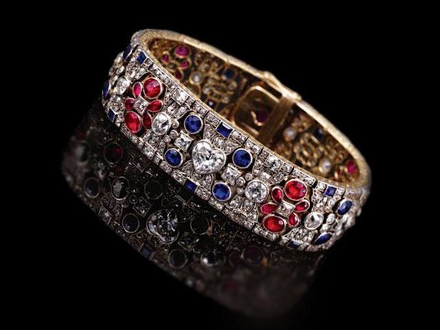 Браслет из яхонтов и бриллиантов, серебра и золота.
