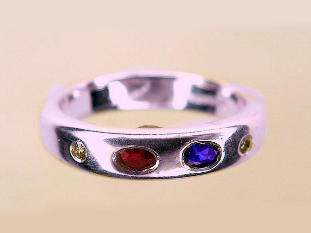 Кольцо с камнями яхонтами