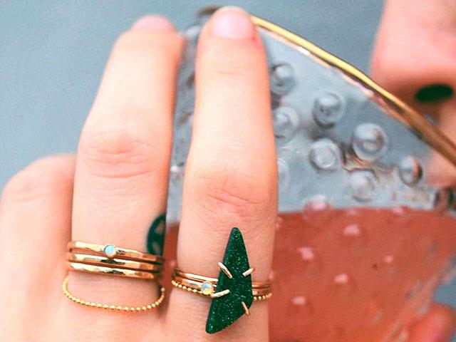 Кольцо с зелёным минералом