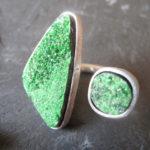 Необычное с зелёным минералом