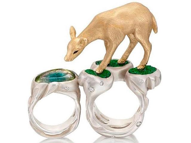 Кольцо с оленёнком, серебро и уваровит