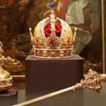 Корона Австрийской империи, скипетр и держава с лазоревым яхонтом на вершине