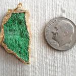 Кулон с зелёным самоцветом уваровитом в золоте