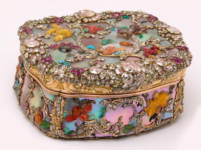Шкатулка с камнями яхонтами и бриллиантами