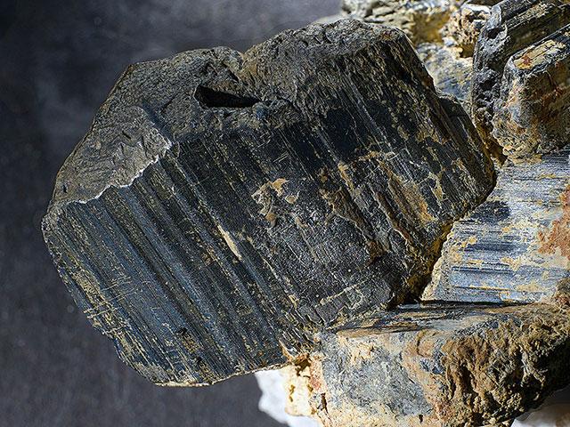 Меланит в природе