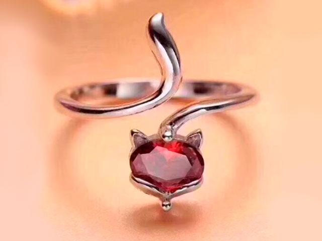 Кольцо с камнем золотое