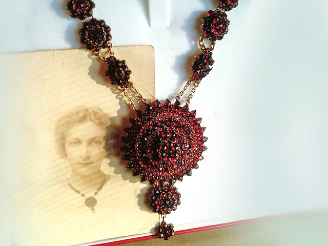 Ожерелье с богемским пиропом