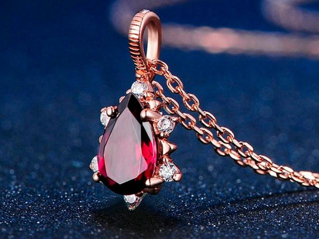 Кулон с тёмно-красным кристаллом с Алиэкспресс