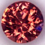 Красный кристалл огранённый из США