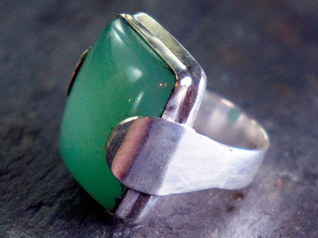 Кольцо с хризопразом