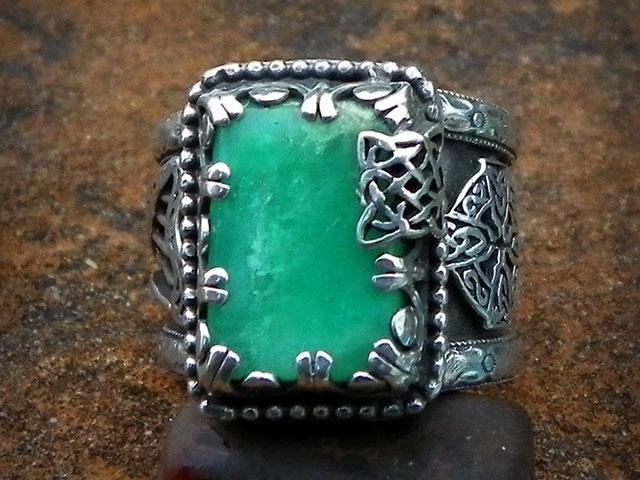 Кельтский перстень с изумрудом