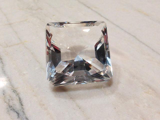 Квадратная огранка кристалла