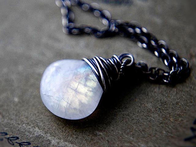 Кулон с лунным камнем