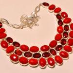 Ожерелье с кораллом и гранатом