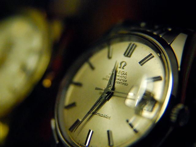 Часы с чёрным агатом