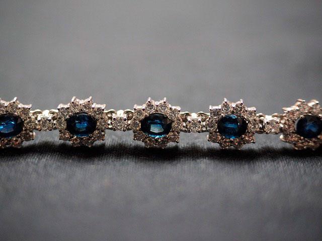 Колье с синими кристаллами
