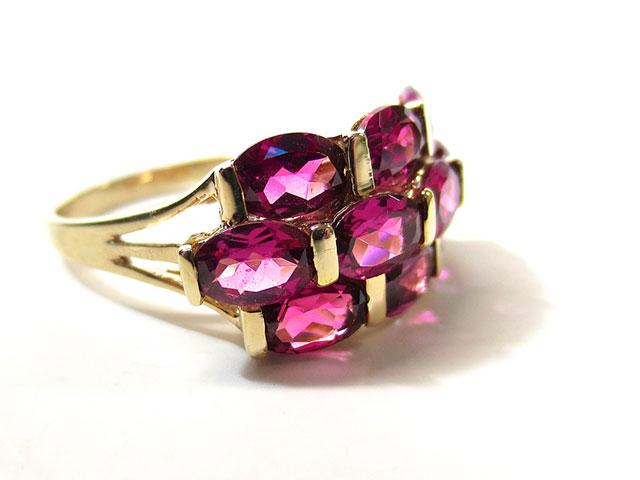 Кольцо с красными кристаллами