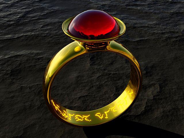 Кольцо с красным кристаллом