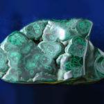 Зелёный узорчатый минерал