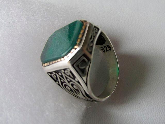 Перстень с зелёным агатом