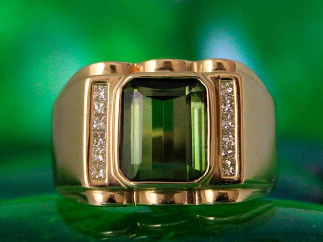 Перстень с зелёным турмалином