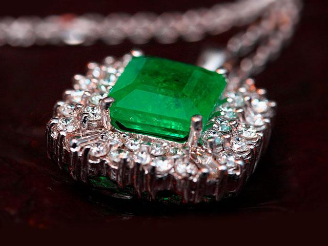 Талисман с изумрудом и бриллиантами