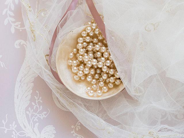 Жемчужные бусы к свадебному платью