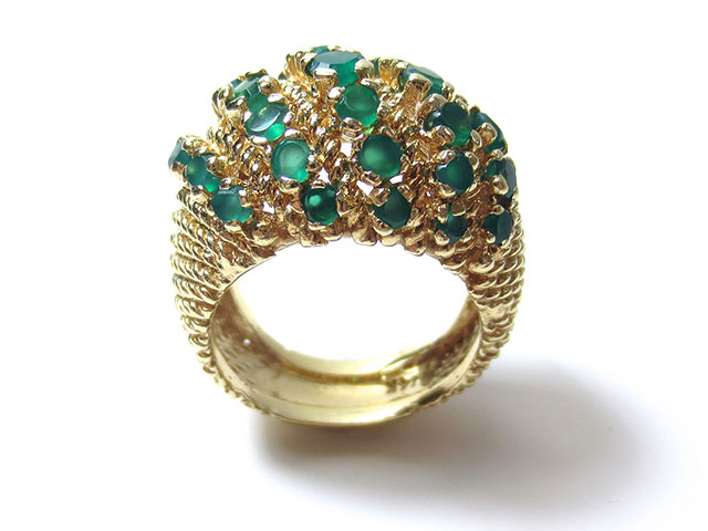 Кольцо золотое с множеством изумрудов
