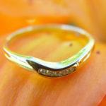 Кольцо с бриллиантами на лепестке цветка