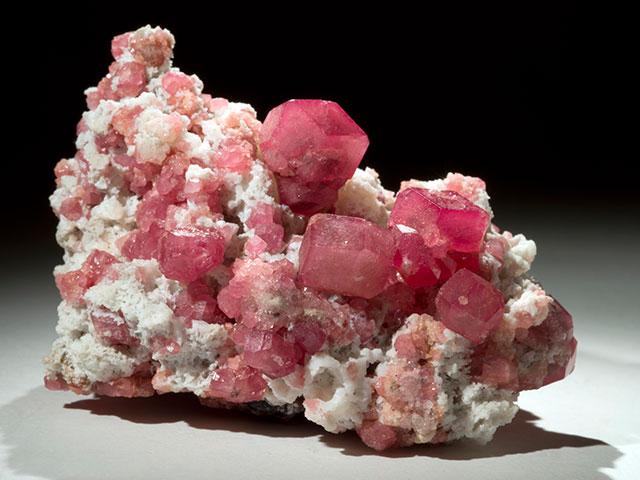 Друза розового граната