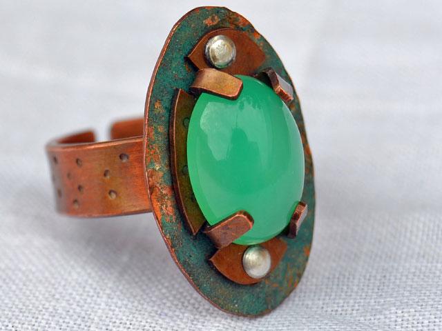 кольцо с хризопразом в стиле стимпанк
