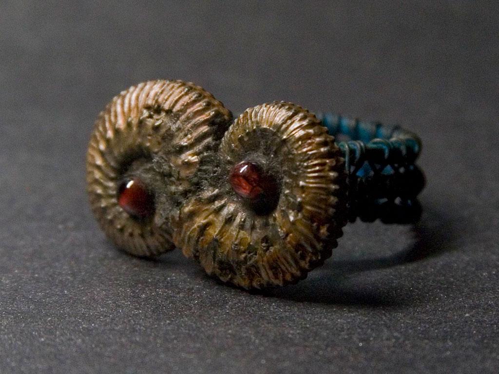 Кольцо Фавна с альмандином