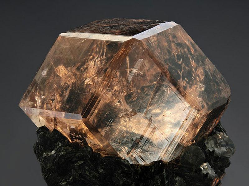 Гроссуляр камень