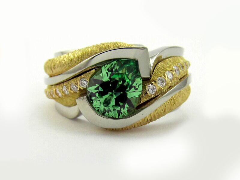 Кольцо с гроссуляром цаворитом