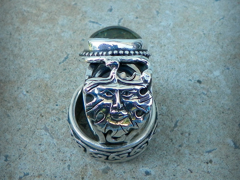 Мужской перстень с гроссуляром