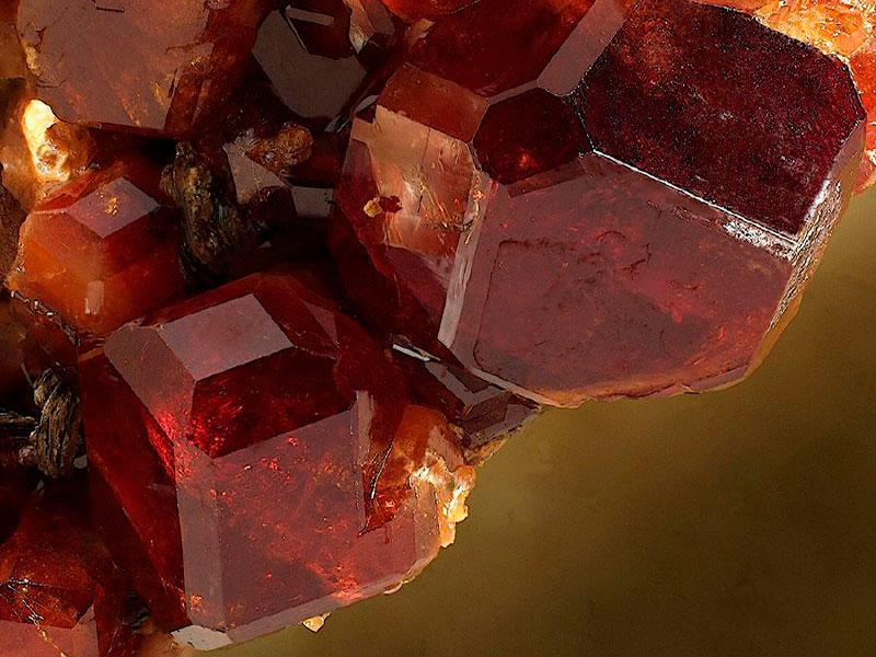 Кристалл граната гессонита APMP