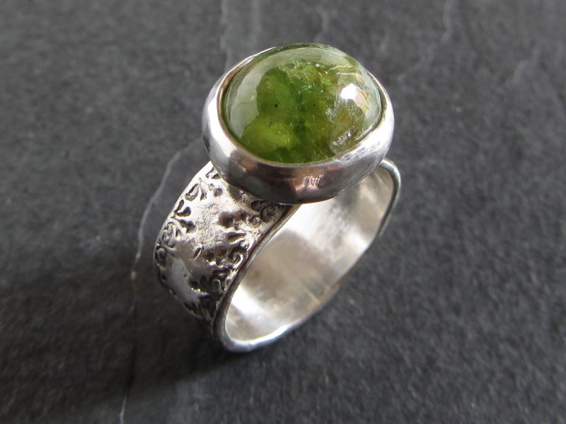 Серебряное кольцо с андрадитом