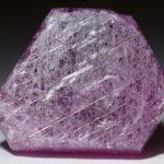 Корунд фиолетового цвета