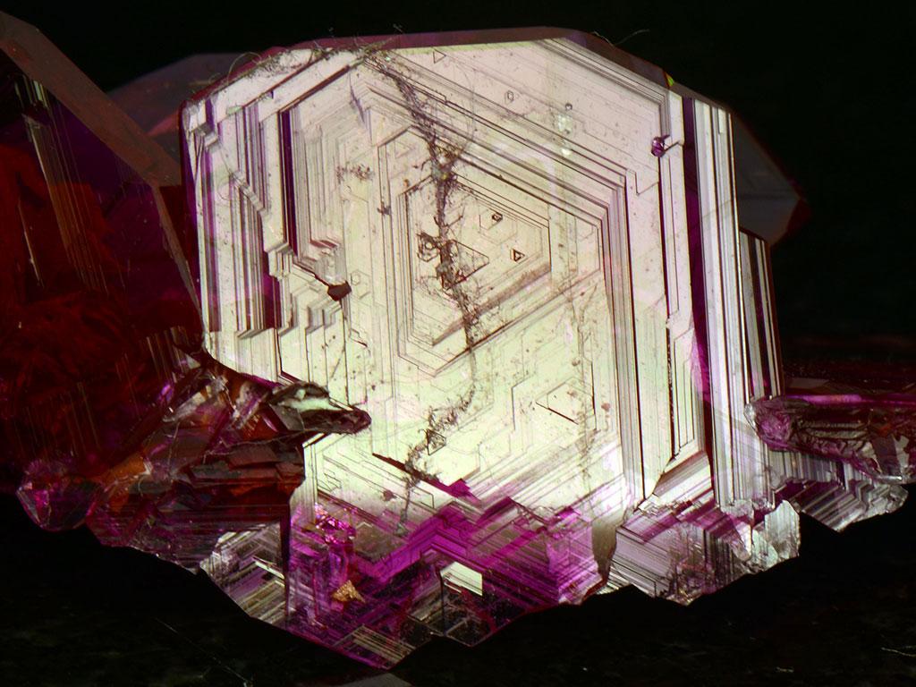 Синтетический кристалл рубина