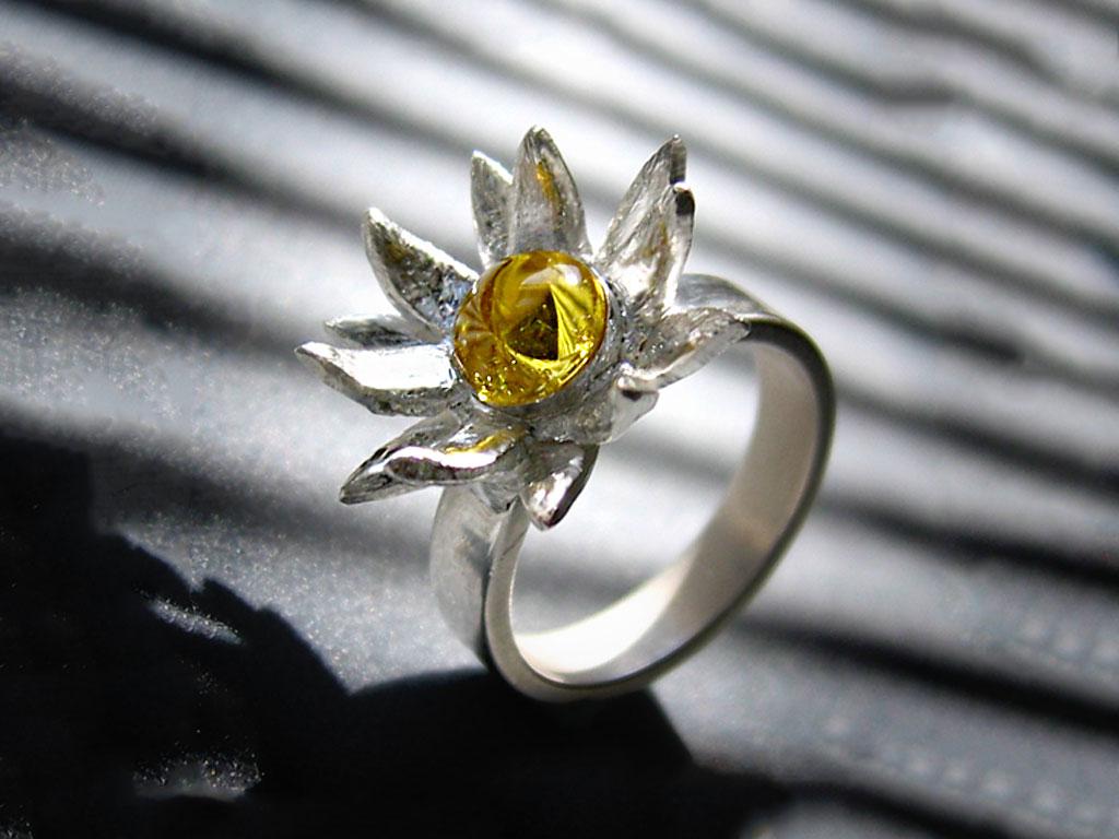Кольцо с желтым сапфиром в виде лотоса